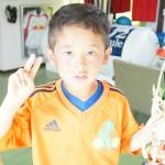 2年 山塚あつと君 はなぐりカップ優勝おめでとう
