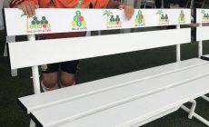 まっ白いベンチに変わりました!